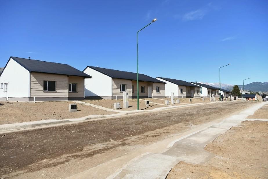 Carreras pide informes al IPPV y a la CEB sobre la falta de servicios en viviendas de Bariloche